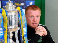 08-FREE-PIC-Hibs-S-Cup-Neil-Lennon